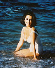 This is an image of 211441 Elizabeth Taylor Photograph & Poster