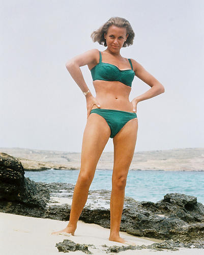 This is an image of 218267 Honor Blackman Photograph & Poster