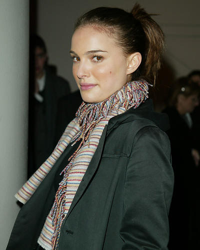 This is an image of 254626 Natalie Portman Photograph & Poster