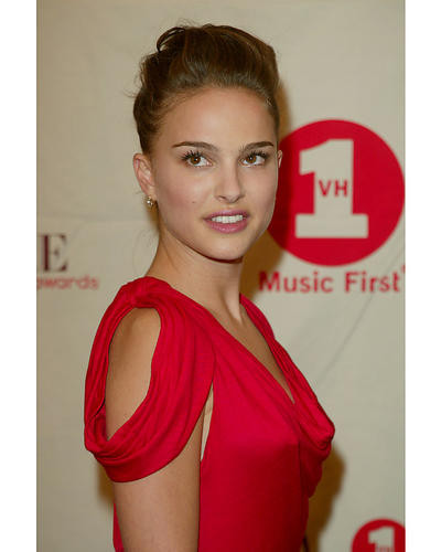 This is an image of 254630 Natalie Portman Photograph & Poster