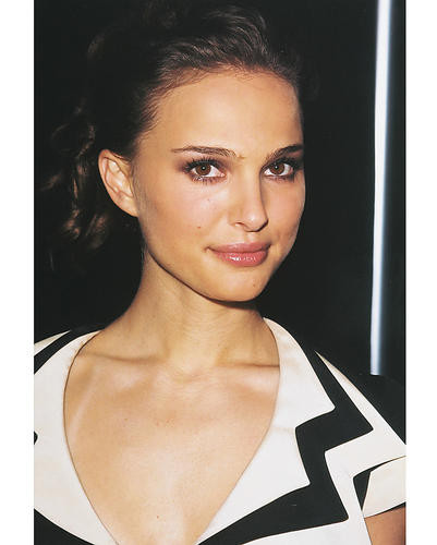 This is an image of 252879 Natalie Portman Photograph & Poster