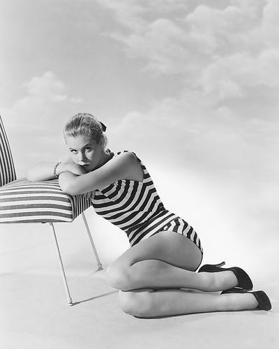 This is an image of 174898 Elizabeth Montgomery Photograph & Poster