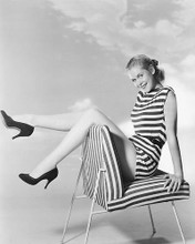 This is an image of 175509 Elizabeth Montgomery Photograph & Poster