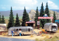 2902 (HO Scale) WAL-949-2902        Camp Site w/Trlrs/Accsrs