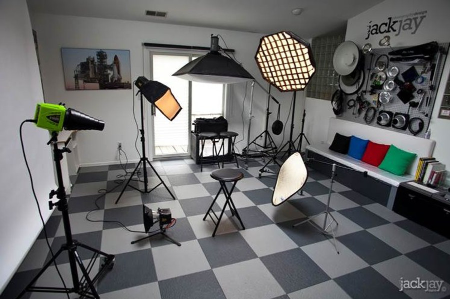 Perfection Floor Tile Homestyle Slate Interlocking Flexibile Tiles, Light Grey in a photography studio