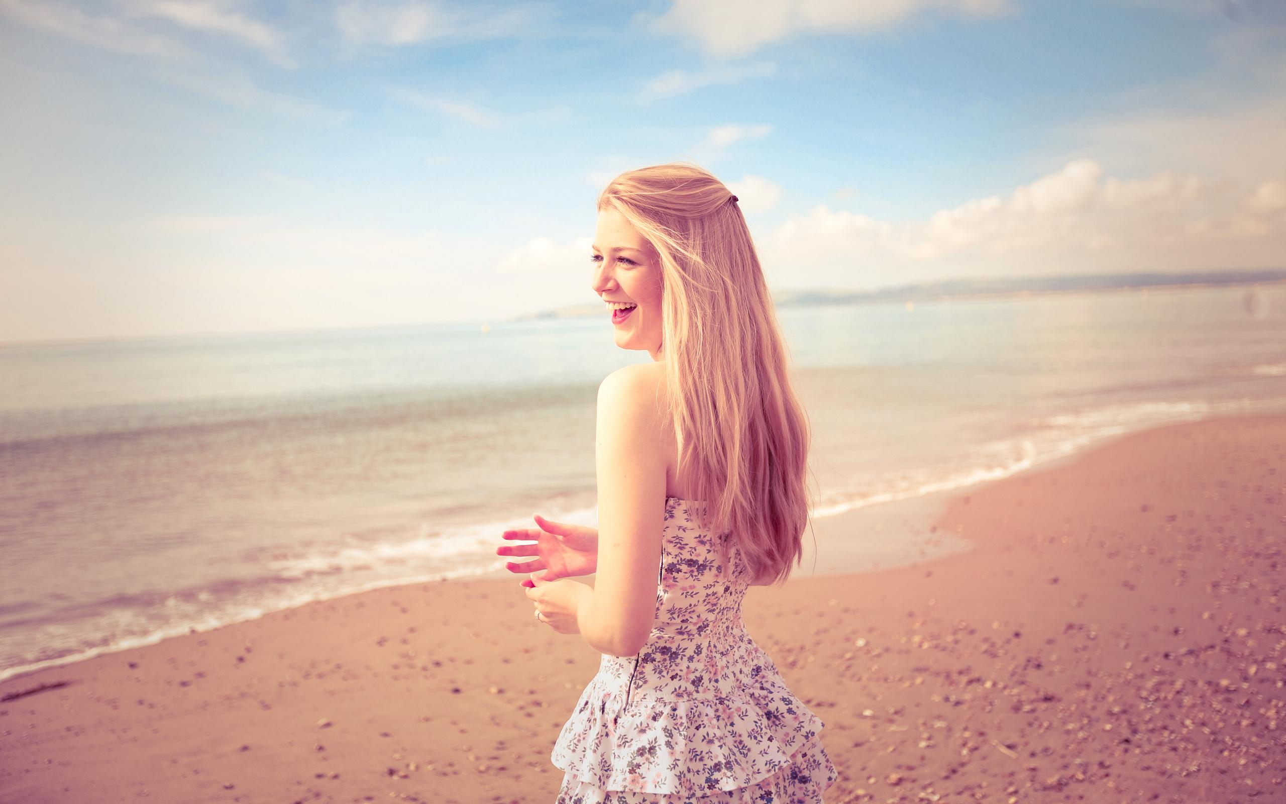 Фото девушек с русыми волосами на пляже 8 фотография