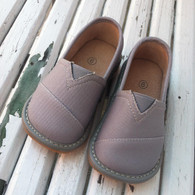 Canvas squeaky shoes