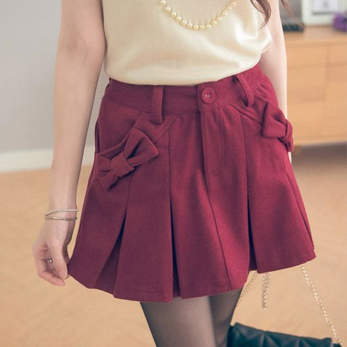 Bow Pocket Pleated Wool Shorts