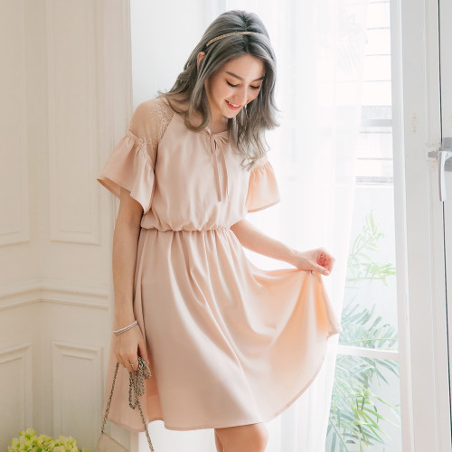 Lace Splicing Umbrella Sleeves Waist Dress