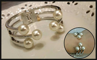 Chic Pearl Bangle