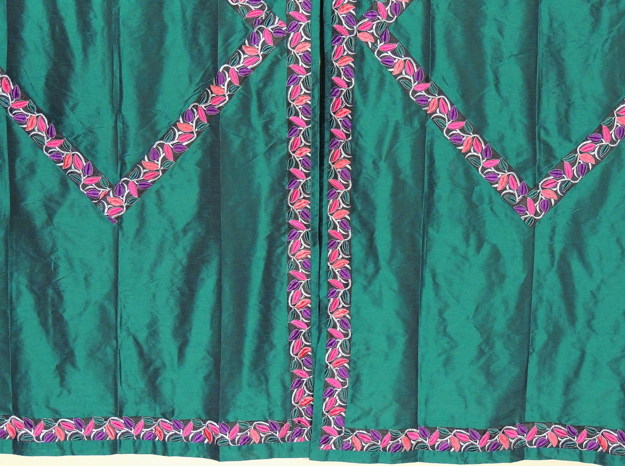 Green indian curtains -  Image 4