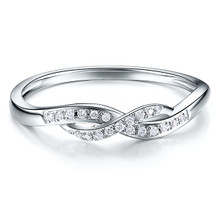 18kt Gold Wedding diamond Ring , Twist claw set Diamond band