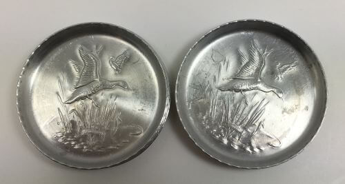 Vintage Coasters Ducks and Cattails Aluminum Set of 8 Top