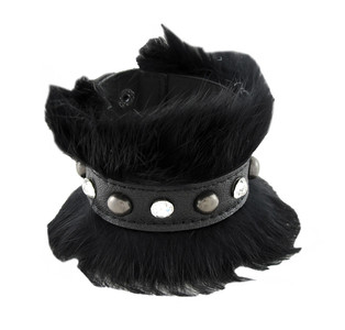 https://s3.amazonaws.com/zeckosimages/81210-black-fur-leather-bracelet-wristband-1I.jpg