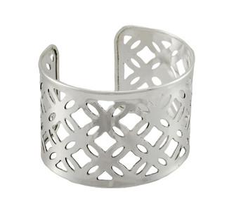 https://s3.amazonaws.com/zeckosimages/MWW279-silver-cuff-pattern-bracelet-1I.jpg