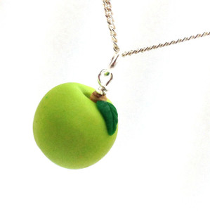 apple necklace: granny smith