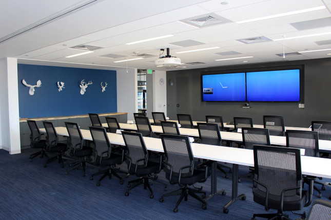 Training rooom with dual monitors, ceiling mics and projector