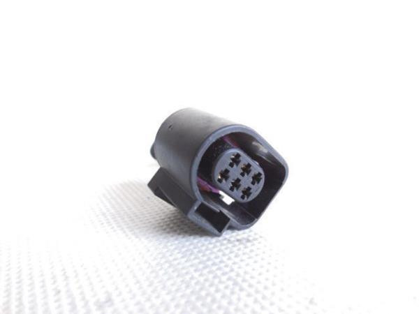 6-pin connector -