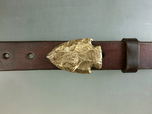 Bronze Arrowhead design with natural patina. Fits 1 1/4 belt.