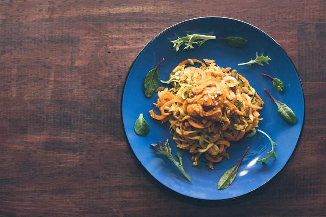 Veggie noodles with peanut sauce