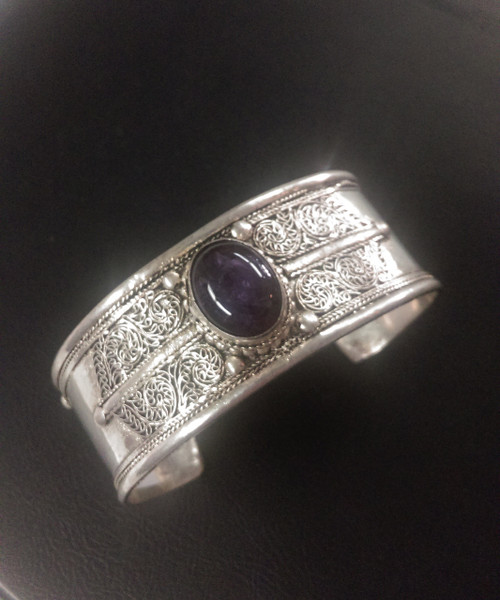 Gorgeous white metal Tibetan Bangle with Amethyst stone placed in the center. Approximately 3cm wide.