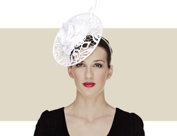 LACE DISC FASCINATOR - White
