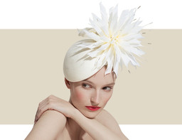 FEATHER FLOWER BERET - Ivory