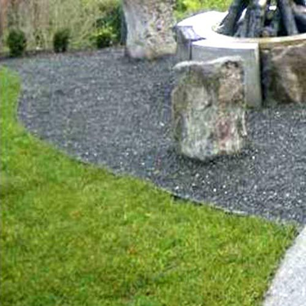 Lawn edging between grass and gravel