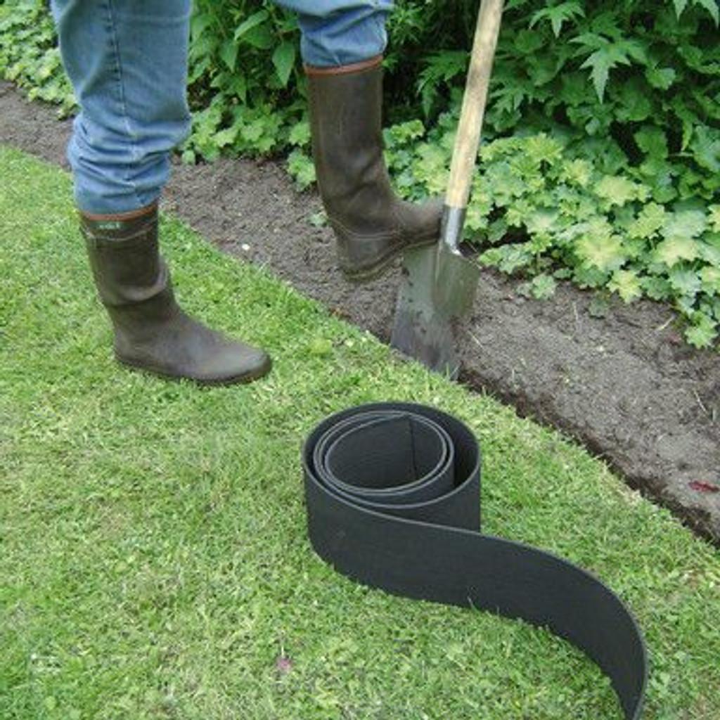 Inserting lawn edging