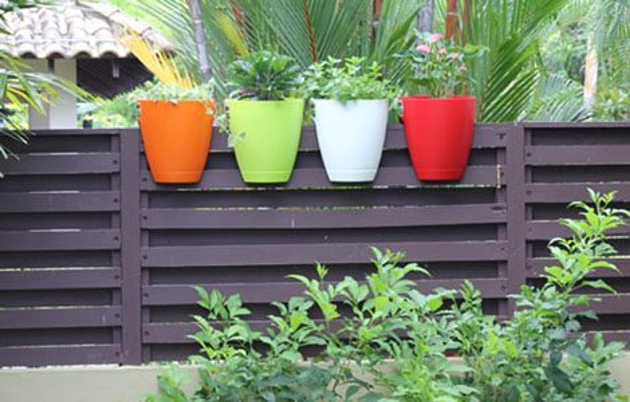 Greenbo large railing planter on fences