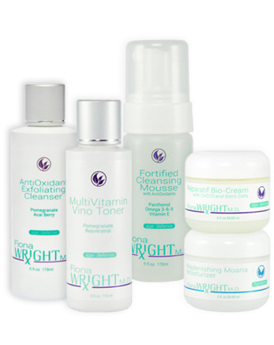 This high-performance system works on two levels to hydrate and correct skin. The advanced antioxidant blends of vitamins and protective ingredients will delay skin-aging damage and shield it against environmental stress.