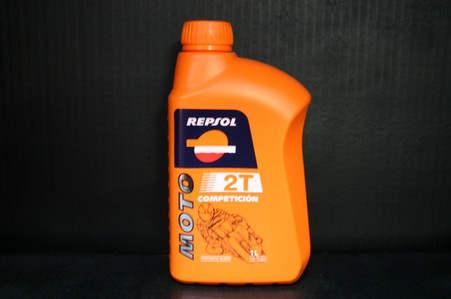 Repsol 2 stroke engine oil Synthetic Blend, Suitable for competion and daily use, formulated to provide total engine protection and immediate acceleration. Moreover, it is especially suitable for low contaminating emission engines; it's composition prevents the formulation of deposits in the exhaust system, Whick prolongs it's life and engine life. It is suitable for engines with pre mix in the fuel and also for those that use an injector lubrication system. •JASO M345 FD •ISO-L-EGD •API TC •TISI •APRILIA DFI