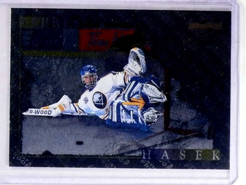 1995-96 Score Black Ice Artist's Proof Dominik Hasek #200 *69098
