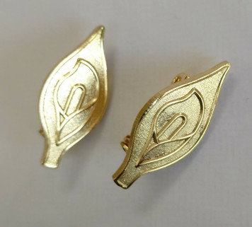 Gold Easter Lily metal badge with brooch