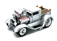1929 Ford Model A Pickup MUSCLE MACHINES Diecast 1:18 Scale SILVER