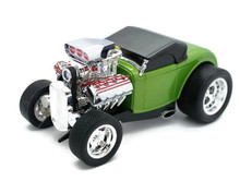 1932 Ford Roadster MUSCLE MACHINES Diecast 1:18 Scale Green