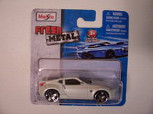 Maisto Fresh Metal Die-Cast Vehicles ~ 2009 Nissan 370Z (Pearl)