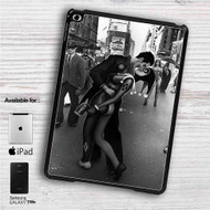"Romantic Joker and Harley Quinn iPad 2 3 4 iPad Mini 1 2 3 4 iPad Air 1 2 | Samsung Galaxy Tab 10.1"" Tab 2 7"" Tab 3 7"" Tab 3 8"" Tab 4 7"" Case"