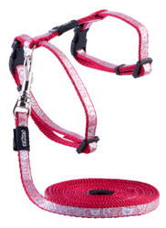 Rogz Catz SparkleCat ExtraSmall 8mm Fixed Kitten Lead and Adjustable Kitten H-Harness combination is glitzy, glamourous and extremely sought after in the kitty community.  SparkleCat harnesses and leads are made from snag-proof webbing with a specially developed weave to prevent running and a 'blingy' designer overlay.  There are no open ends or sharp edges and matching collars are available. The Lead is 1.8m long and the Harness adjusts from 19-30cm. Suitable for most small cat and kitten breeds and sizes.