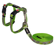 Rogz Catz Reflecto Cat Small 11mm Fixed Cat Lead and Adjustable Cat H-Harness combination is reflective to ensure your kitty is seen even on the darkest nights when out for a stroll.  Reflecto Cat harnesses and leads are made from snag-proof webbing with a specially developed weave to prevent running and a reflective polyurethane overlay.  There are no open ends or sharp edges and matching collars are available. The Lead is 1.8m long and the Harness adjusts from 24-40cm. Suitable for most cat breeds and sizes.