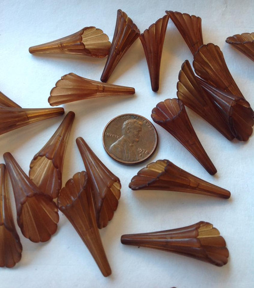 Lucite Trumpet Flower 30mm -  Brown