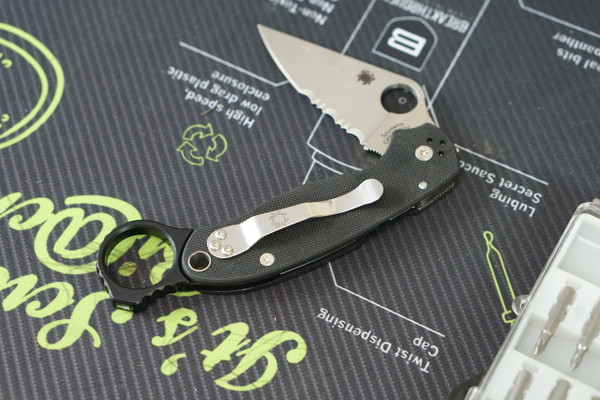 Spyderco Para3 with Signet Ring