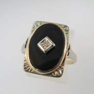Vintage 10k  Yellow Gold Black Onyx Ring with Detailing on Head Mount Size 5 1/2