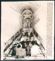 http://images.mmgarchives.com/CT/AG/AGO/AGO-074-CT_F.JPG