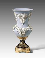 *Lyvrich - Fine Porcelain Flowers