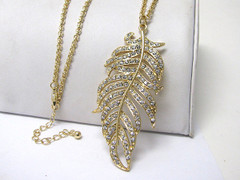 PLUME OF PRETTY NECKLACE