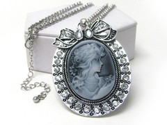 VICTORIA'S CAMEO NECKLACE