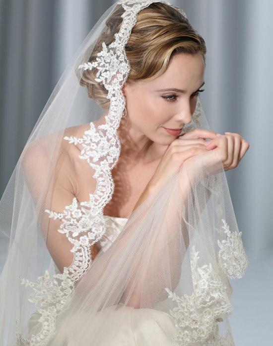Bel Aire Bridal Veils V7175C