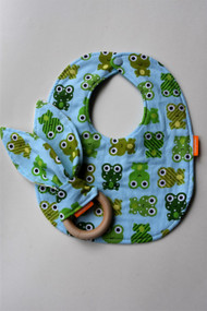 Frog gift set includes a wooden teether and small classic bib.