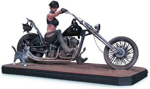 Batman Gotham City Garage Catwoman 8.5-Inch Statue